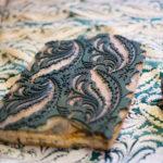 un tampon encreur utilisé sur la soie